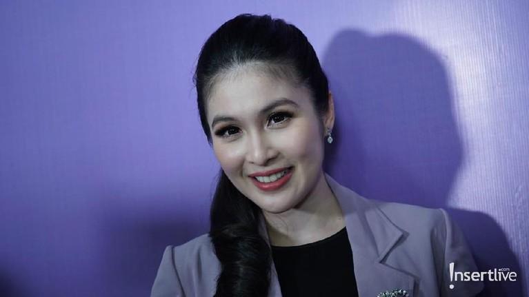 Sandra Dewi. Artis cantik ini meraup Rp8,5 juta dalam sekali posting di setiap barang-barang yang diendorse di media sosial pribadinya.
