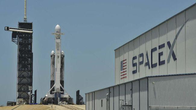 SpaceX Siapkan Bisnis 'Ala Grab' untuk Angkut Satelit Kecil