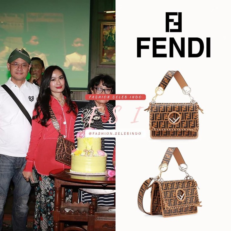 Iis Dahlia adalah penyanyi dangdut yang kerap kali memakai barang-barang mewah di tubuhnya. Pada foto ini, ibu dua orang anak itu terlihat mengenakan tas mewah keluaran brand Fendi seharga Rp43 juta. Wow.