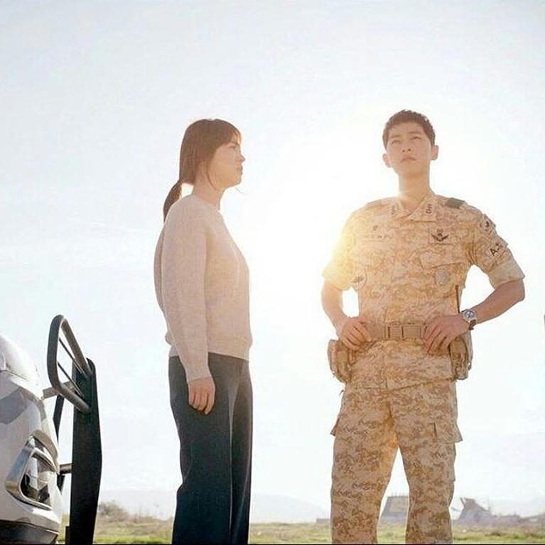Song Hye Kyo dan Song Joong Ki pertama kali dipertemukan dalam drama Descendants of The Sun.