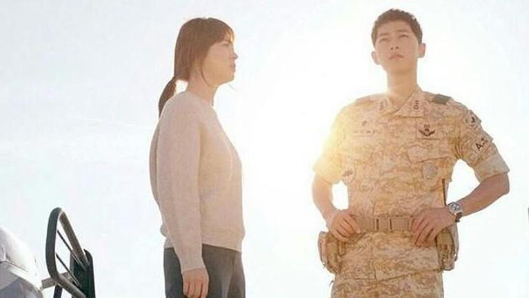Meski sudah bercerai, tapi Song Joong Ki mengaku sampai harus mengulang adegan ciuman hingga 100 kali untuk mendapatkan chemistry dan adegan yang sempurna.