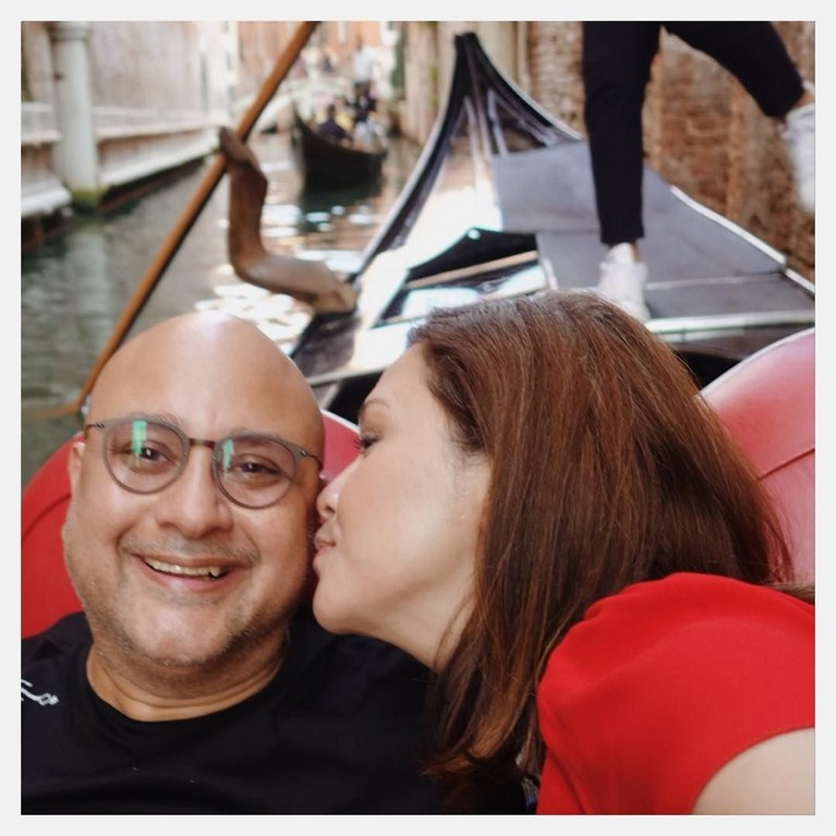 Setelah menjalani hubungan selama tiga tahun, akhirnya Maia Estianty dan Irwan Mussry memutuskan untuk menikah.