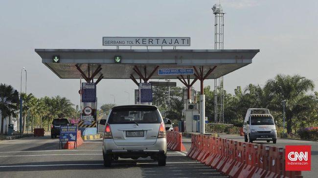 Pengerjaan tol akses ke Bandara Kertajati di Kabupaten Majalengka, Jawa Barat sudah mencapai 74 persen dan ditargetkan dapat beroperasi pada November 2021.