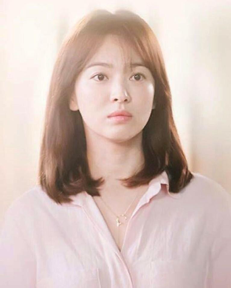 Penampilannya di drama Korea yang ia bintangi juga selalu memikat meski dengan riasan sederhana.