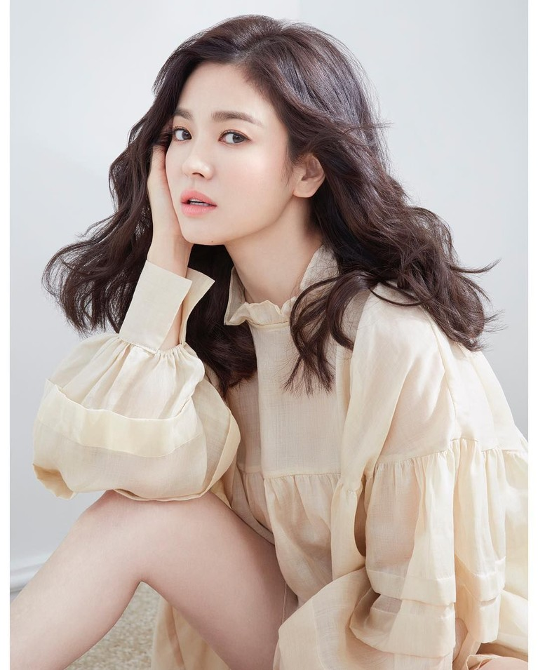 Karier Hye Kyo semakin cemerlang. Aktris yang mulai berkarier sejak 1998 itu makin digemari banyak orang. Dramanya selalu ditunggu-tunggu penggemarnya.