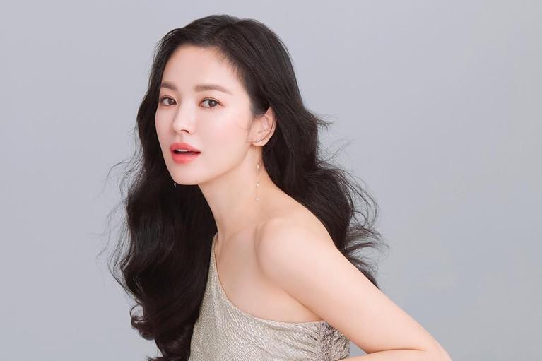 Wajahnya yang cantik alami juga membuat Song Hye Kyo dicintai. Hye Kyo juga disebut-sebut sebagai artis Korea yang tak pernah melakukan operasi pelastik.