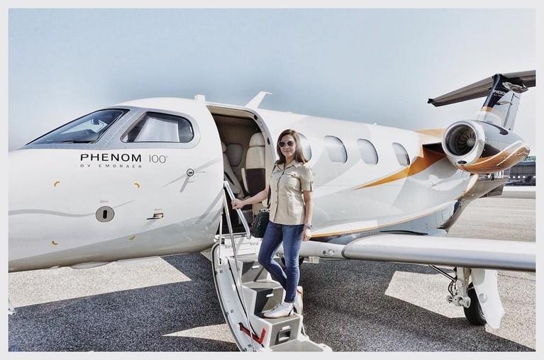 Lewat akun Instagramnya, Maia Estianty mengatakan liburannya di Italia dengan Irwan Mussry menggunakan jet pribadi yang hanya bisa diisi 4 orang.