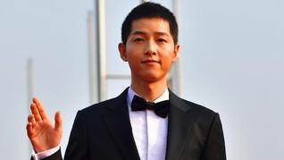 Tim Produksi Bantah Rumor Pembatalan Film Baru Song Joong-ki