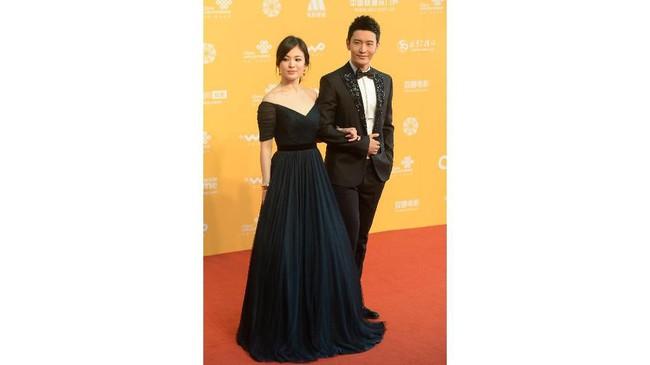 Pasangan Song Hye Kyo dan Song Joong Ki memutuskan untuk bercerai. Padahal pasangan ini termasuk salah satu pasangan idola Korea yang fashionable.