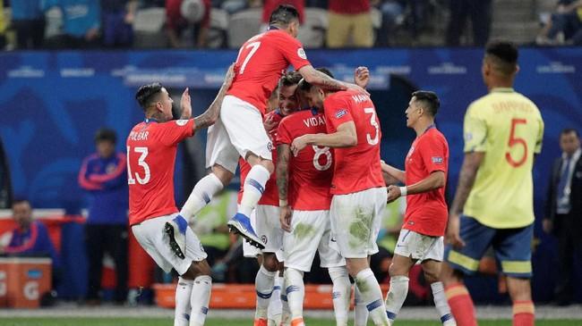 Timnas Chile melenggang ke babak semifinal setelah menang adu penalti 5-4 atas timnas Kolombia pada babak delapan besar Copa America 2019.