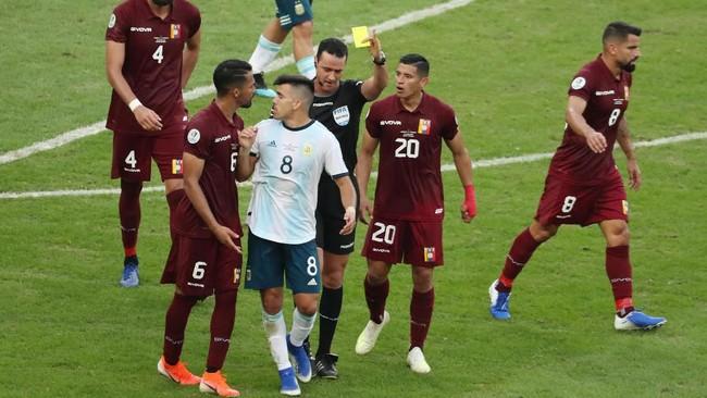 Argentina melaju ke semifinal Copa America 2019 setelah menundukkan Venezuela 2-0, namun Lionel Messi justru mengaku belum bisa menampilkan yang terbaik.