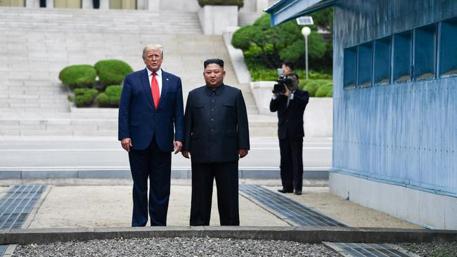 Sikap Trump menemui Kim Jong-un di Panmunjom disebut hanya permainan diplomasi AS, dan menguntungkan Trump menjelang Pemilu 2020.