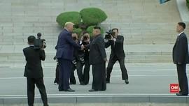 VIDEO: Temui Kim Jong-un, Trump Injakkan Kaki di Korut