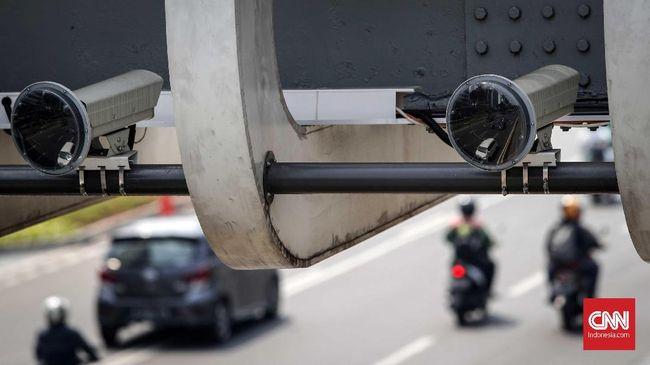 Polisi menyebut ada 341 pelanggaran oleh kendaraan roda dua sejak pemberlakuakan ETLE atau tilang elektronik bagi sepeda motor pada 1 Februari.