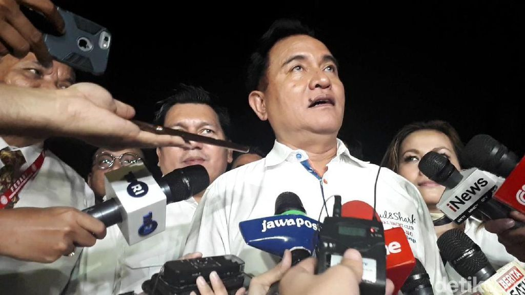 Bertemu Jokowi, Tim Hukum 01 Serahkan Salinan Putusan MK