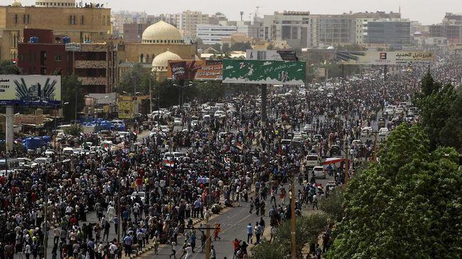 Sebanyak empat siswa sekolah tewas ditembak dalam aksi demonstrasi di Sudan. Empat pelajar tersebut termasuk dalam enam pengunjuk rasa yang tewas.