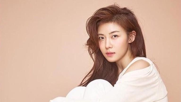 Artis Korea selanjutnya adalah Ha Ji Won yang masih cantik di usia 41 tahun.
