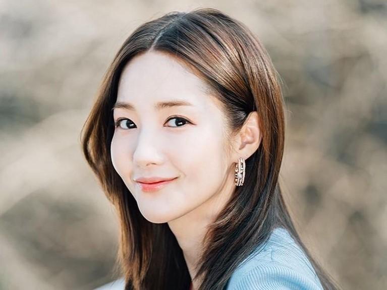 Park Min Young memulai kariernya sejak 2006 silam. Perempuan kelahiran Seoul ini mulai terkenal lewat dramanya yang berjudul Sungkyunkwan Scandal.
