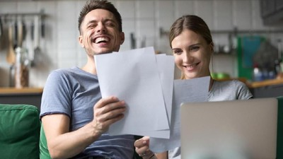 7 Ucapan Manis Saat Suami Suntuk karena Masalah di Kantor