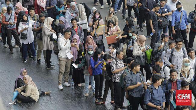 Pemerintahan Jokowi bakal menggelontorkan subsidi pengangguran sebesar Rp500 ribu per bulan lewat Kartu Prakerja.