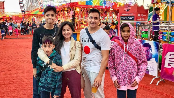 <p>Tuwuhadijatitesih Amaranggana atau Amara menikah dengan Frans Mohede di Hong Kong, pada 1 Desember 1999. (Foto: Instagram @amaranggana)</p>