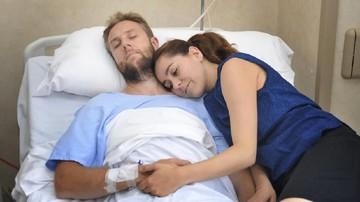 7 Inspirasi Ucapan Manis Saat Suami Terbaring Sakit