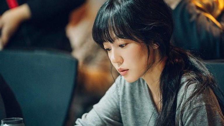 Hingga pada 2003 ia membintangi film horor berjudul A Tale of Twi Sisters. Lewat film itu, Soo Jung mendapat banyak penghargaan sebagai Best New Actress.