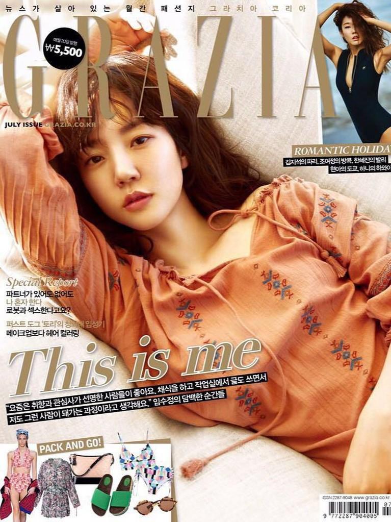 Meski sudah memasuki usia 40 tahun, tapi pesona Soo Jung tak pernah pudar. Nah maka tak heran jika Soo Jung masih muncul di beberapa cover majalan kenamaan Korea.