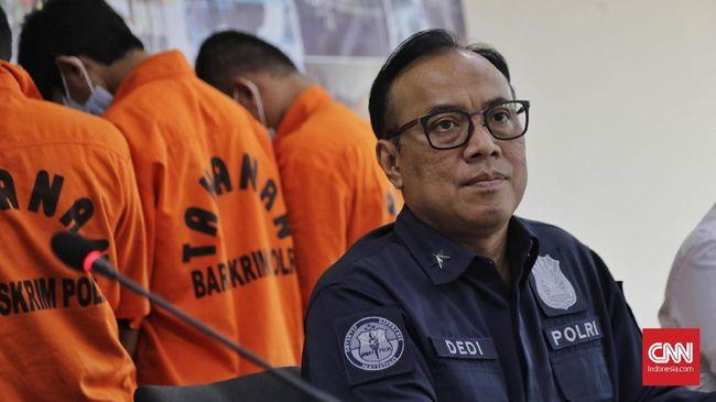 Pihak kepolisian menetapkan 60 orang tersangka dalam 68 kasus kebakaran hutan dan lahan (karhutla). Satu di antara tersangka itu merupakan korporasi.