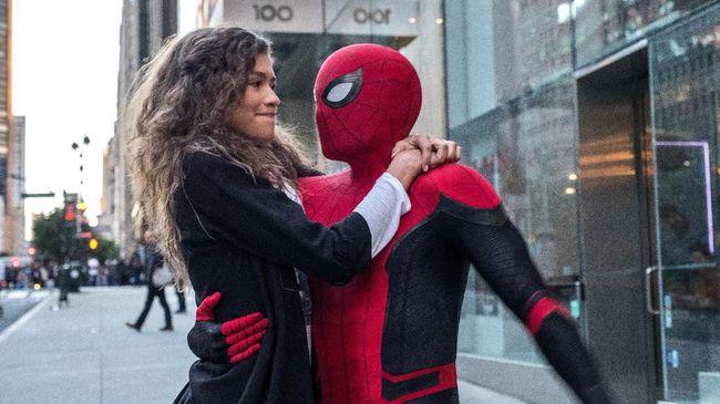 Aktris Zendaya berkelit soal rumor kemunculan Tobey Maguire dan Andrew Garfield dalam film Spider-Man 3.