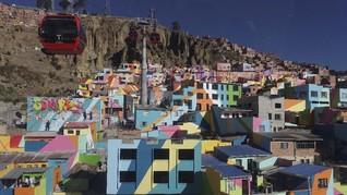 FOTO : Mural Cantik Penghias Desa di 'Atap' Bolivia