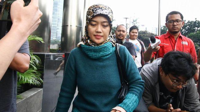 Chusnunia Chalim memenuhi panggilan KPK, Selasa (26/11). Dia diperiksa terkait kasus suap proyek PUPR.