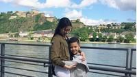 <p>Lama tak tersorot pemberitaan publik, ternyata Keanu baru saja merayakan ulang tahunnya yang ke-10 nih, Bun. Pantas sudah tinggi ya. (Foto: Instagram @aaliyah.massaid)</p>