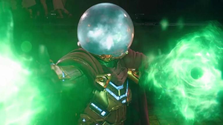 Mysterio hadir dengan kostum yang cukup menarik perhatian. Pasalnya ia mengenakan kostum hijau dan emas serta jubah ungu. Yang paling menarik yaitu helm kaca berupafish bowluntuk mengaburkan sosok wajahnya.