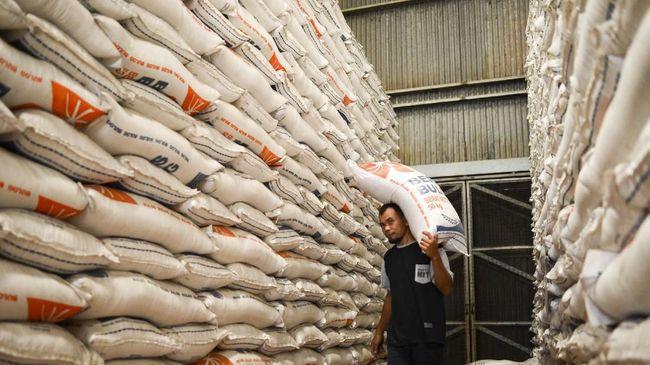 Bulog menyatakan tidak bisa mencapai target penyerapan beras petani sebanyak 1,8 juta ton pada tahun ini karena pasokan di gudang masih melimpah.
