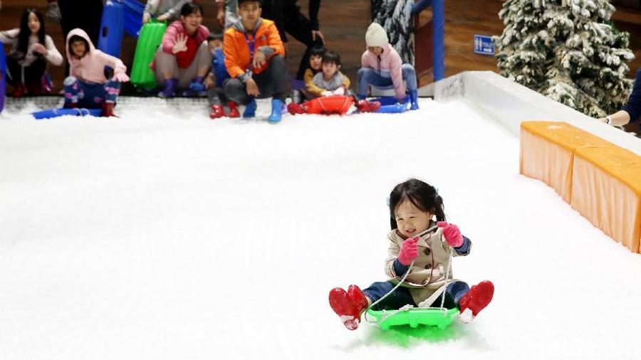 HaiBunda Happy Hour: Main Salju Dorong Kemampuan Motorik Anak