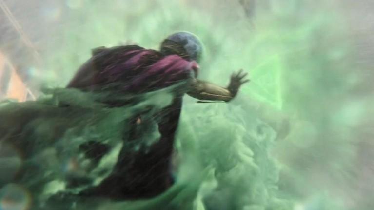 Mengeluarkan serangan berupa perlindungan sihir berbentuk segitiga, banyak yang beranggapan jika Mysterio memiliki kekuatan mirip Doctor Strange. Tapi nyatanya tidak. Mysterio hanyalah manusia biasa.
