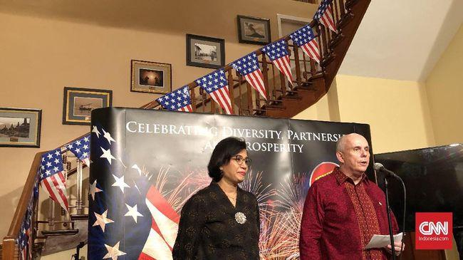 Menkeu Sri Mulyani menjadi salah satu tamu kehormatan dalam perayaan Hari Kemerdekaan AS di kediaman duta besar di Jakarta.