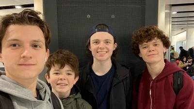 Sibling Goals! 6 Potret Akrab Tom Holland dan Tiga Saudaranya