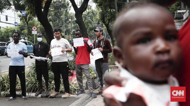 Dinas Sosial DKI Jakarta menyarankan bantuan yang diberikan kepada pada pencari suaka di ibu kota dapat berbentuk makanan tambahan dan minuman.