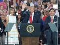 Trump Isyaratkan Razia Migran dan Deportasi Akan Dimulai