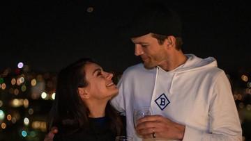 6 Potret Kebersamaan Ashton Kutcher dan Mila Kunis