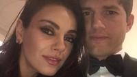 Sempat diisukan cerai, Ashton Kutcher dan Mila Kunis justru membantahnya dengan cara unik, yakni mengunggah sebuah video di Instagram. (Foto: Instagram @aplusk)