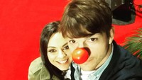Ashton Kutcher dan Mila Kunis pertama kali bertemu saat syuting serial <em>That '70s Show</em>. (Foto: Instagram @aplusk)