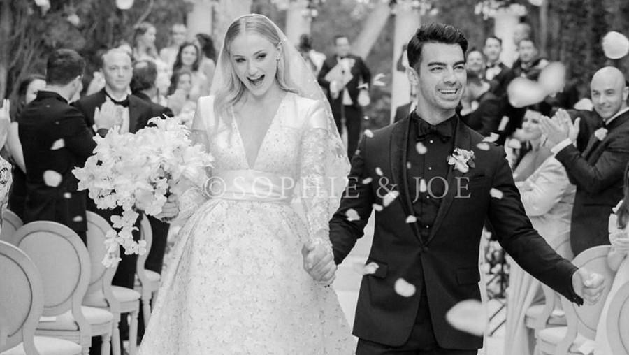 Cantik & Mewah Gaun Pernikahan Sophie Turner