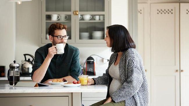 Mengandung anak selama sembilan bulan bukanlah hal yang mudah bagi seorang ibu. Ada beberapa kalimat terlarang untuk diucapkan pada wanita hamil.