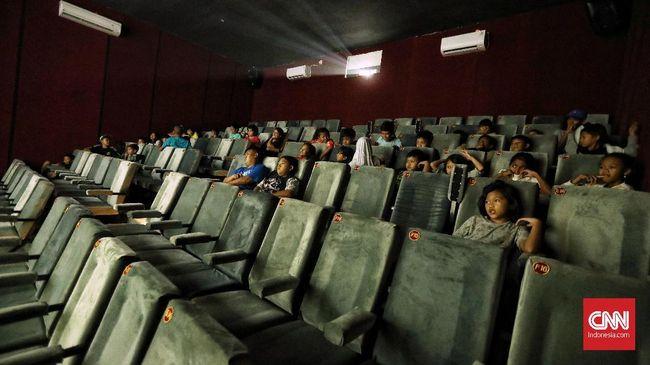 Bioskop rakyat Indiskop tak berbeda jauh dari bioskop umumnya. Hanya lebih sederhana dengan sedikit catatan yang perlu diperbaiki.