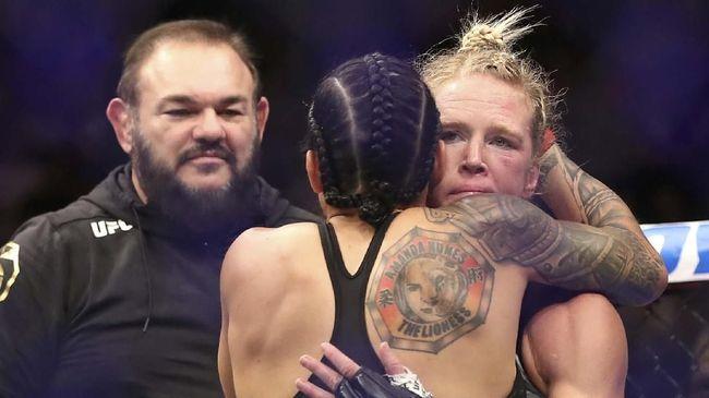 Holly Holm berhasil menghentikan dominasi Ronda Rousey namun sinarnya tak bertahan lama dan ia belum sanggup kembali ke atas.