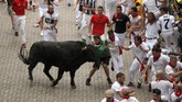 Festival San Fermin diselenggarakan untuk mengingat Fermin, putra senator zaman Romawi yang jadi uskup pertama, tewas dikejar banteng.