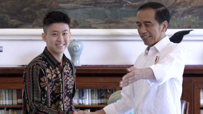 Rapper Rich Brian memperoleh kesempatan langka untuk berjumpa dengan Presiden Jokowi di Istana Kepresidenan Bogor, Minggu (7/7).